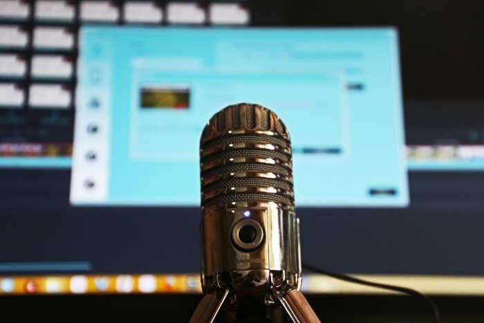 Werken aan je persoonlijke groei door het beluisteren van Podcasts. Nederlands en Engels talig