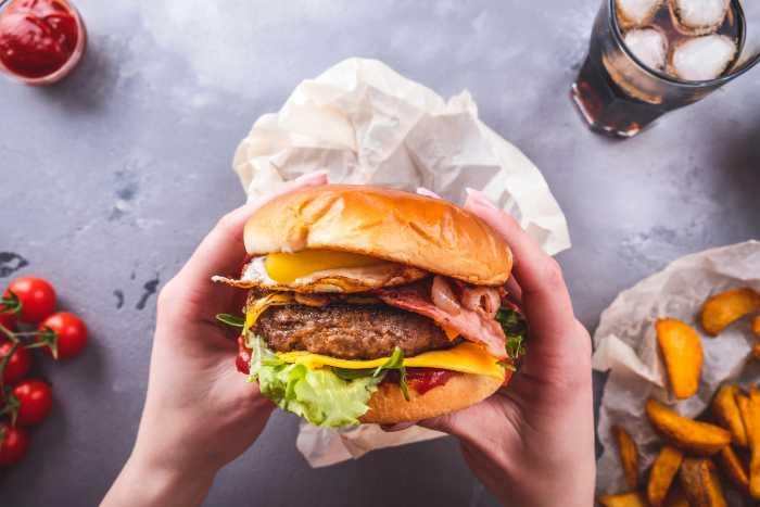 Junkfood eten is slecht voor je gezondheid